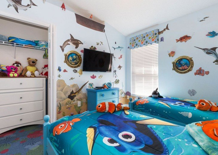 Themed bedding, carved beds and 42 inch TV with Playstation
