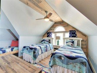 Great top floor Kids room 3 twin beds private bath