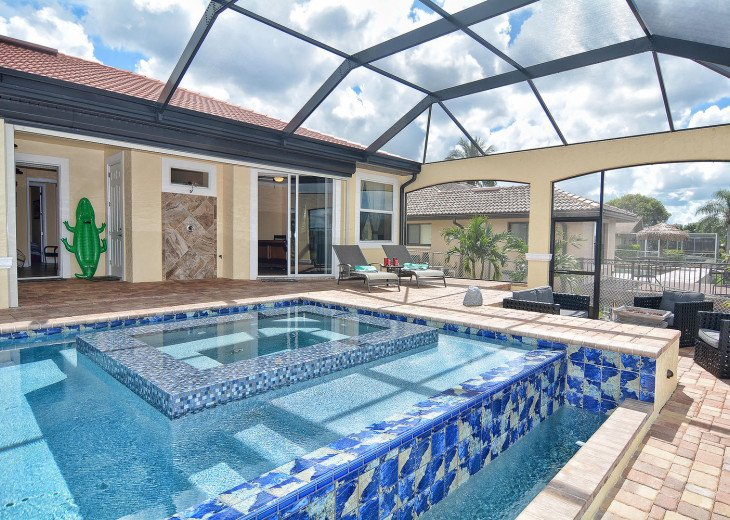 Caribbean Island Dolphin View - 54 ft log pool/ spa, dock 2 min. to the river #55