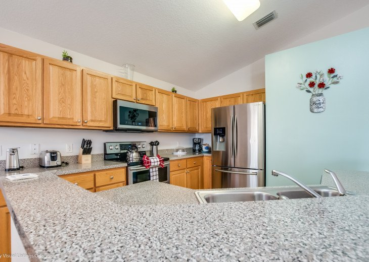 15% OFF 5 STAR VACATION RENTAL HOME ONLY 7 MILES TO DISNEY. GAME ROOM #13