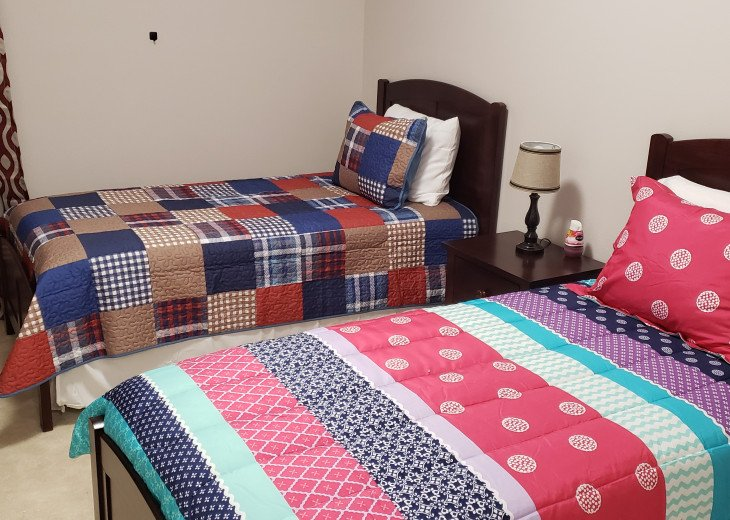 15% OFF 5 STAR VACATION RENTAL HOME ONLY 7 MILES TO DISNEY. GAME ROOM #33