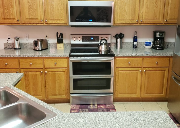 Beautiful kitchen with all new appliances