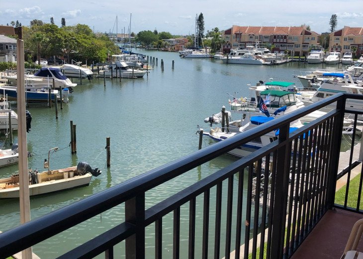 Coastal and Cozy Condo Overlooking Boca Ciega Bay #2