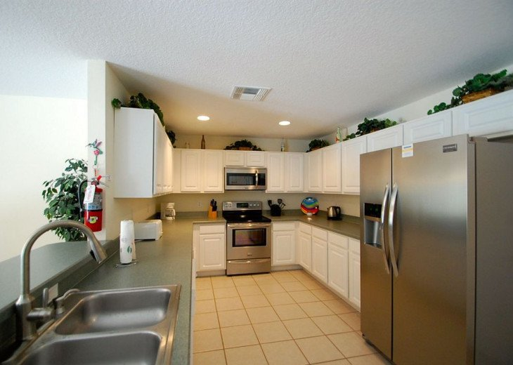 CARDINAL'S HIDEAWAY: 4 bed/4bath secluded lake view disney home #19