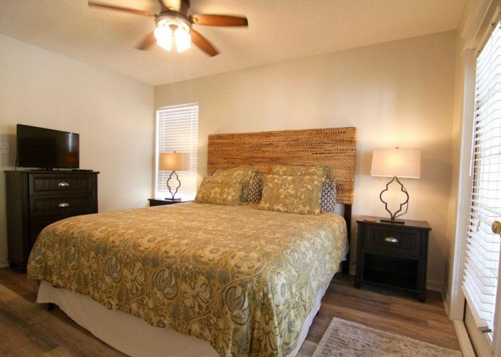 King size master bedroom (Room 1)