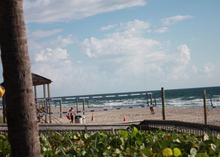 Beachside PH North Ocean Blvd. Ocean 100 Ft. #40