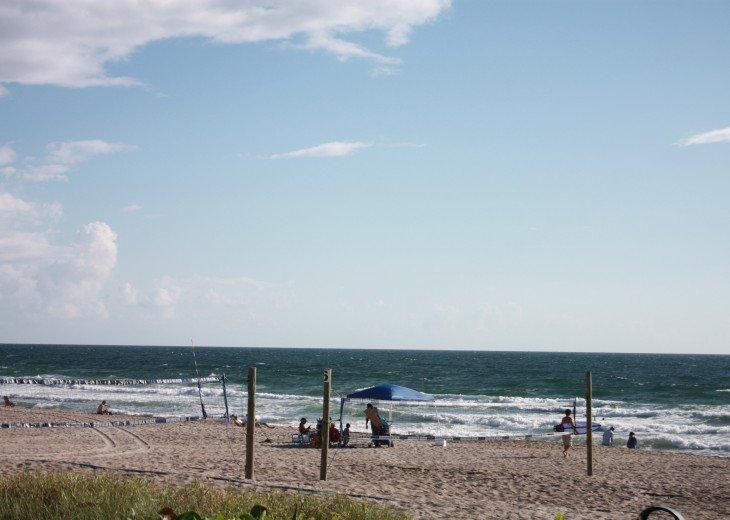 Beachside PH North Ocean Blvd. Ocean 100 Ft. #39
