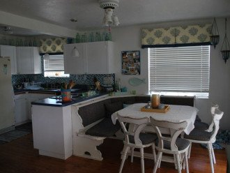 Kitchen & dining room area
