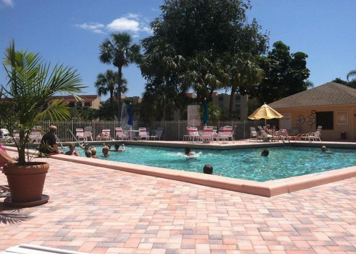 Delray Racquet Club 1/1, one mile to beach. #21