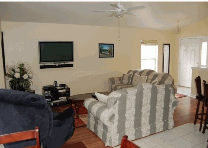 10 Min From Disney,wi-fi,netflix, gas heated private pool,2 masterbed, sleeps 8 #8
