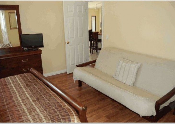 10 Min From Disney,wi-fi,netflix, gas heated private pool,2 masterbed, sleeps 8 #12