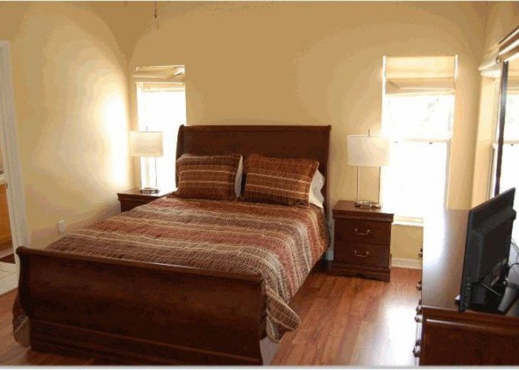10 Min From Disney,wi-fi,netflix, gas heated private pool,2 masterbed, sleeps 8 #11