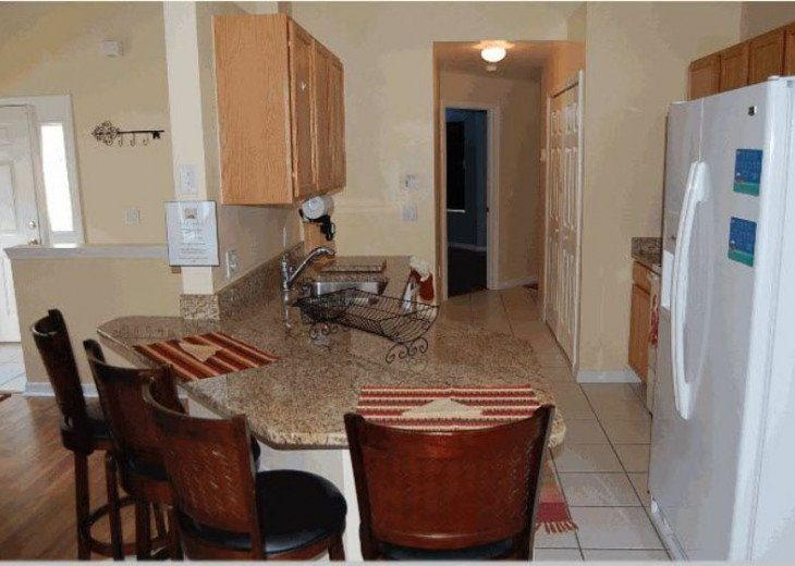 10 Min From Disney,wi-fi,netflix, gas heated private pool,2 masterbed, sleeps 8 #6