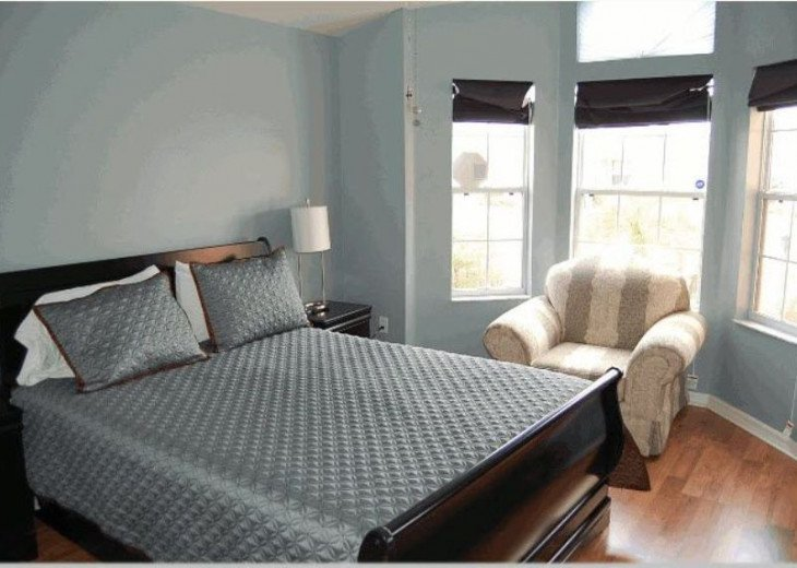 10 Min From Disney,wi-fi,netflix, gas heated private pool,2 masterbed, sleeps 8 #15