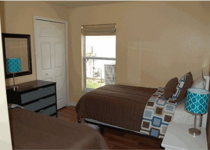 10 Min From Disney,wi-fi,netflix, gas heated private pool,2 masterbed, sleeps 8 #20
