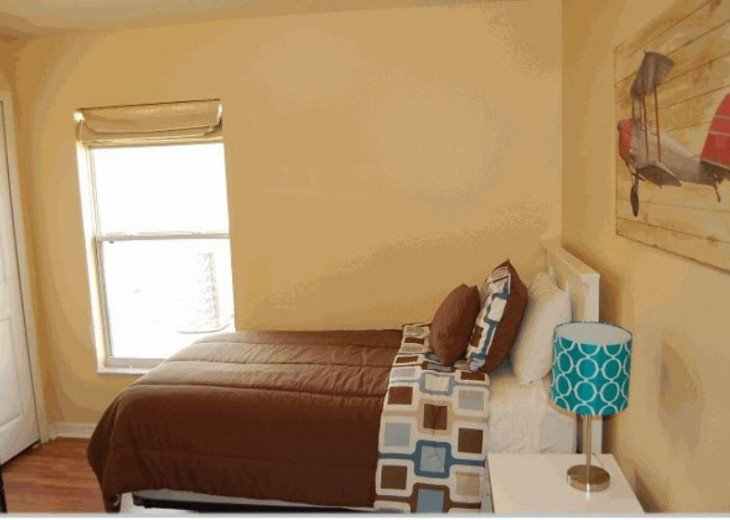 10 Min From Disney,wi-fi,netflix, gas heated private pool,2 masterbed, sleeps 8 #9