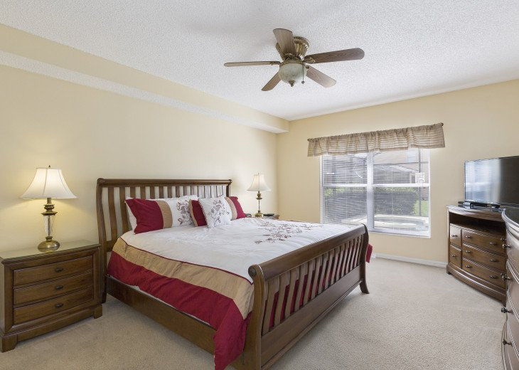 Master bedroom with en-suite. Ground floor. King bed, TV/DVD, cable, ceiling fan