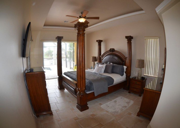 MASTER BEDROOM # 1 , 1 KING BED, 50 Inch LCD-TV , SLIDING DOORS TO POOL DECK