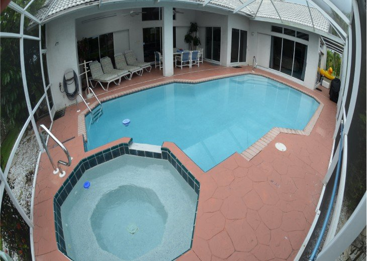 Large Heated Jetted Spa & Pool