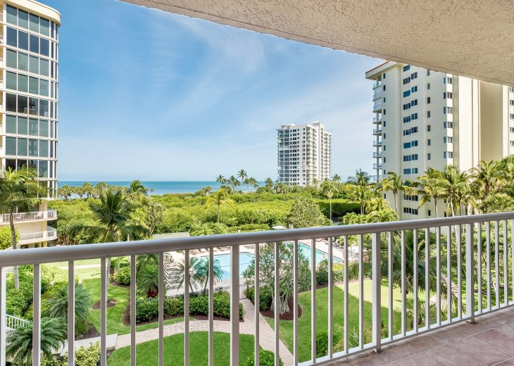 Nov Sale!! Oceanfront Naples Condo • Sleeps 6 • from $150nt #8