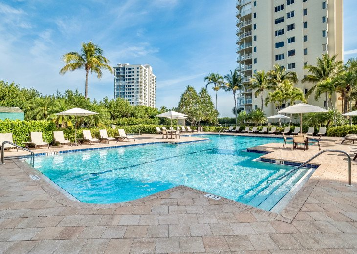 Nov Sale!! Oceanfront Naples Condo • Sleeps 6 • from $150nt #32
