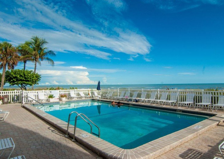 Gulf Front Condo, 25 ft to Beach, Free Bikes #16