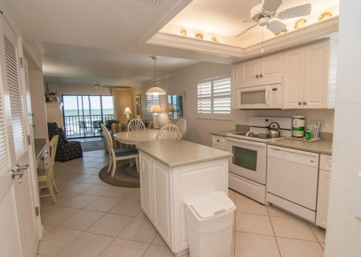 Gulf Front Condo, 25 ft to Beach, Free Bikes #4