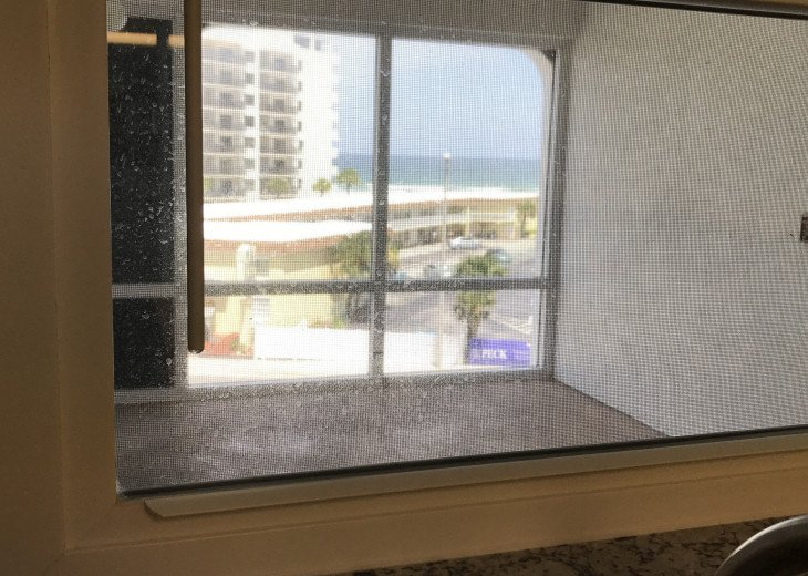 WALK TO THE BEACH - Remodeled 2/2 Condo, Pool, Fitness Room, LOW RATES #17