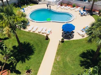 WALK TO THE BEACH - Remodeled 2/2 Condo, Pool, Fitness Room, LOW RATES #1
