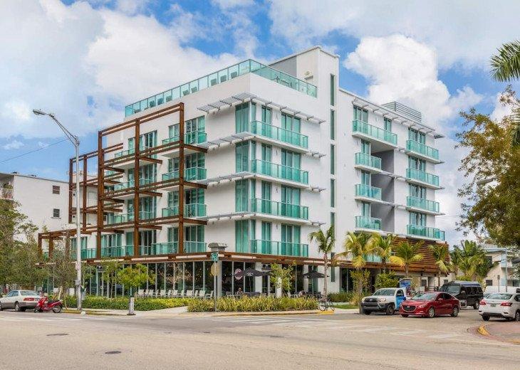 Modern Boutique W/Balcony, Rooftop Pool & Terrace #4