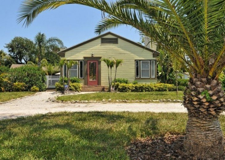 Old Florida Bayside Neighborhood - Vintage Pool Home