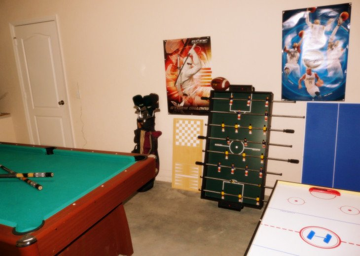 Private Pool, BBQ,WiFi, Game Room, No rear neighbors, TV in all rooms #18