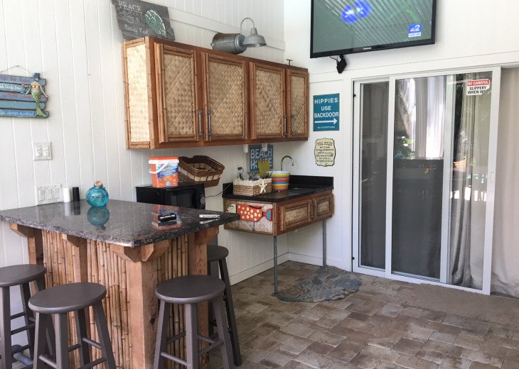 Pooside wetbar with flat screen, dorm refirgerator and microwave