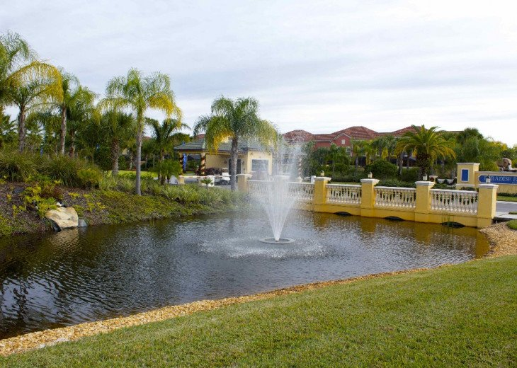 Gated Resort, Spacious Town-home with pool and fancy club Paradise Palms Resort #27