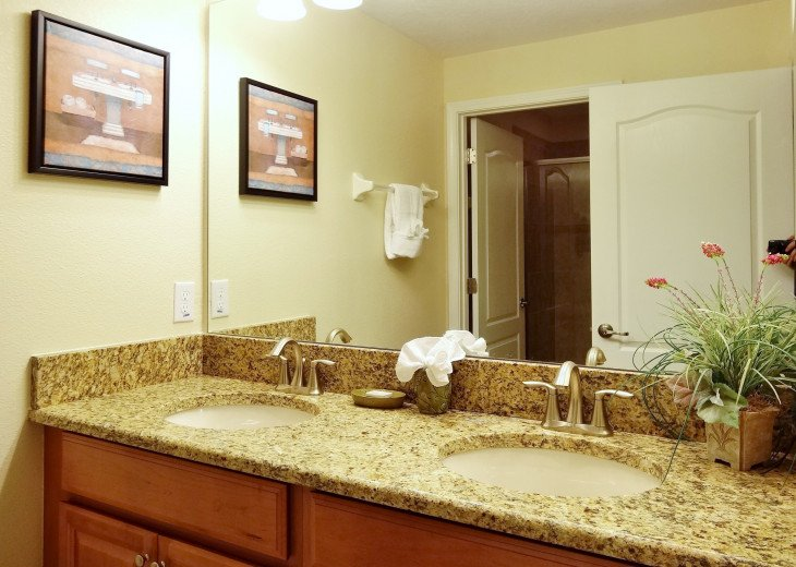 Gated Resort, Spacious Town-home with pool and fancy club Paradise Palms Resort #9