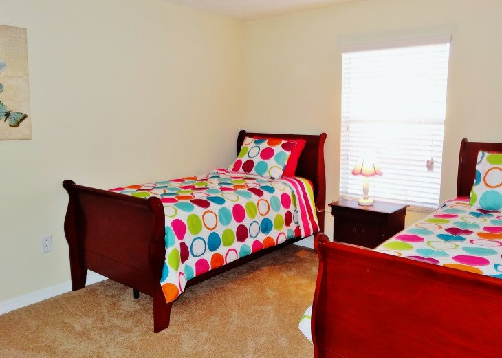 Gated Resort, Spacious Town-home with pool and fancy club Paradise Palms Resort #12