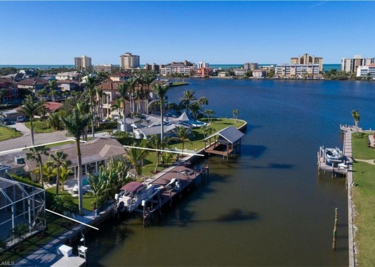 Waterfront escape with boat dock, pool and minutes from the beach. #2