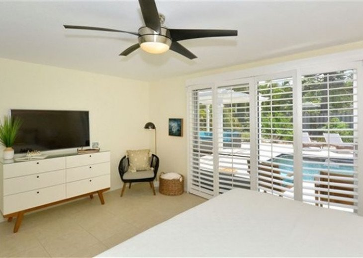 Sophisticated updated modern pool home on St. Armands sleeps 11 #8