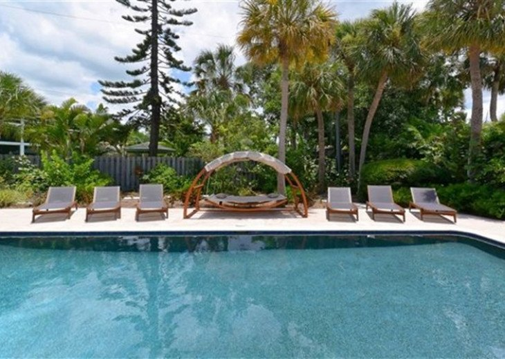 Sophisticated updated modern pool home on St. Armands sleeps 11 #23