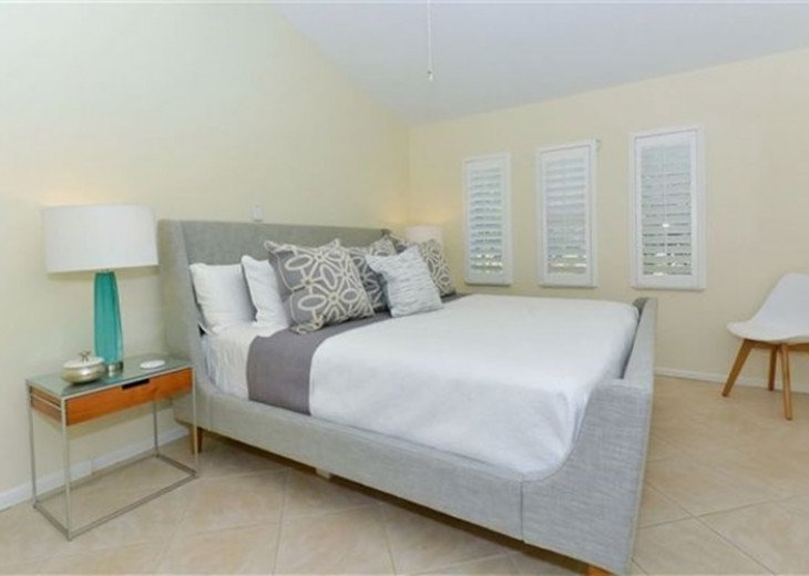 Sophisticated updated modern pool home on St. Armands sleeps 11 #15