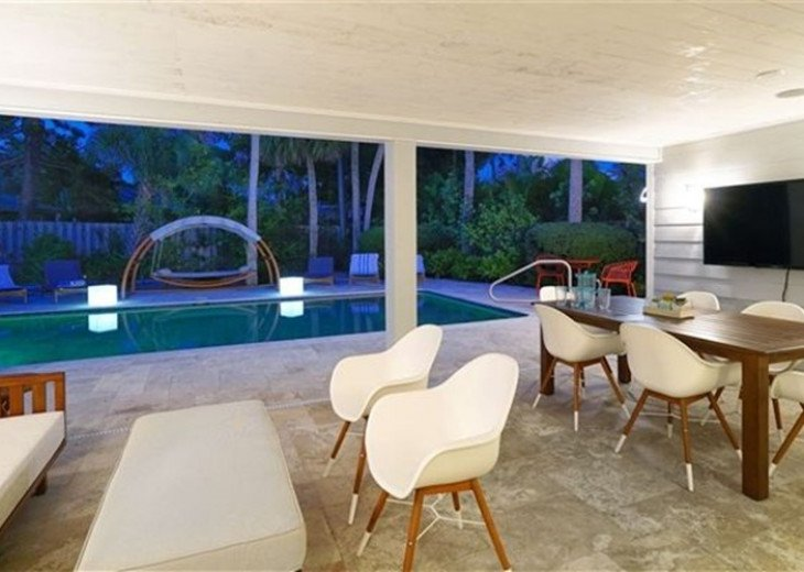 Sophisticated updated modern pool home on St. Armands sleeps 11 #12