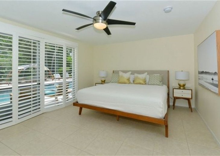 Sophisticated updated modern pool home on St. Armands sleeps 11 #10