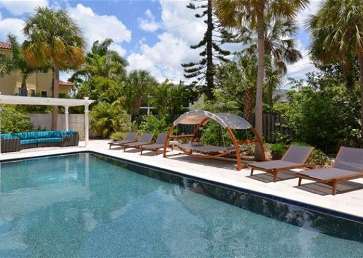 Sophisticated updated modern pool home on St. Armands sleeps 11 #20