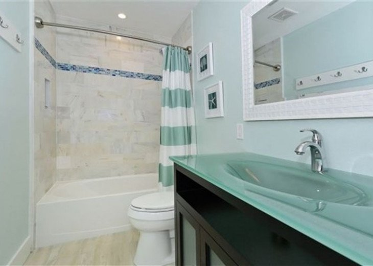 St. Armand's Canal-front Pool Home ~ freshly remodeled and steps to the beach! #23