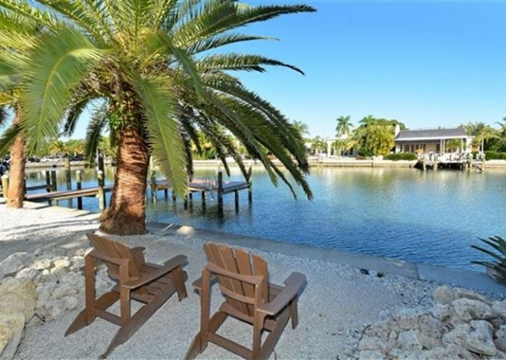 St. Armand's Canal-front Pool Home ~ freshly remodeled and steps to the beach! #8