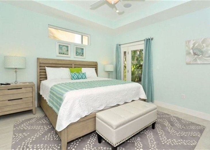 St. Armand's Canal-front Pool Home ~ freshly remodeled and steps to the beach! #3