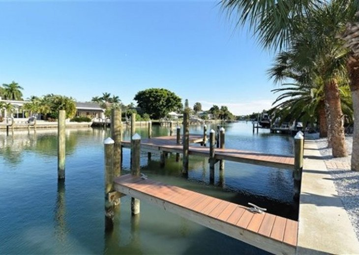 St. Armand's Canal-front Pool Home ~ freshly remodeled and steps to the beach! #15