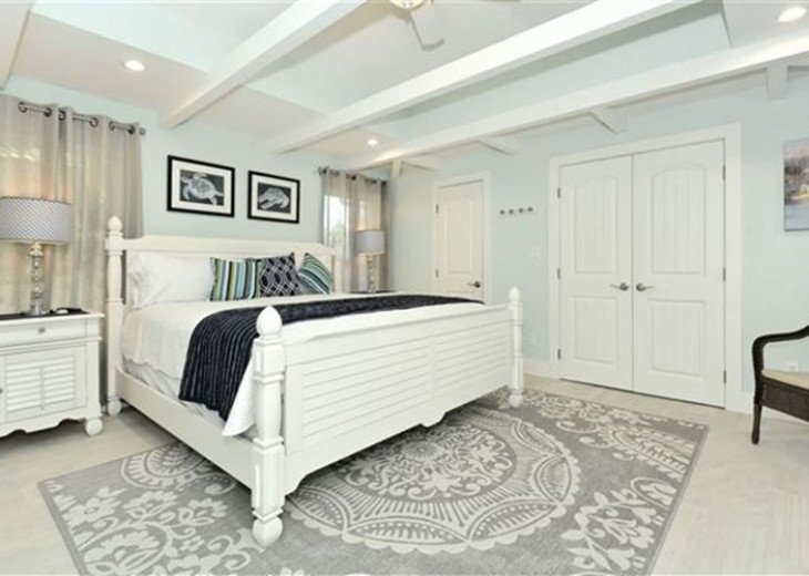 St. Armand's Canal-front Pool Home ~ freshly remodeled and steps to the beach! #7