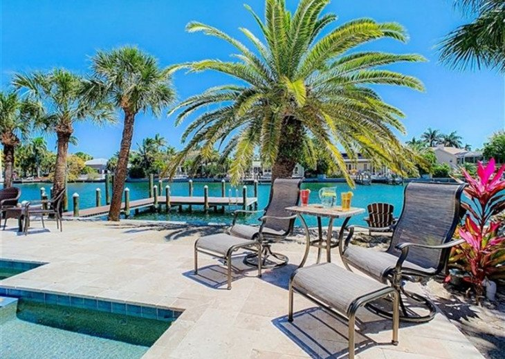 St. Armand's Canal-front Pool Home ~ freshly remodeled and steps to the beach! #14