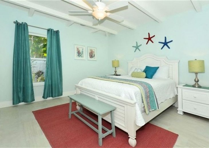 St. Armand's Canal-front Pool Home ~ freshly remodeled and steps to the beach! #4